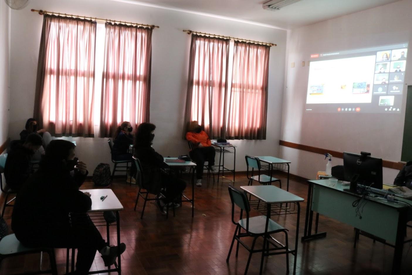 Adolescentes do 8º e 9º ano participam de Workshop sobre criação de jogos